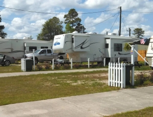 Happy Campers RV Park - Picture 3